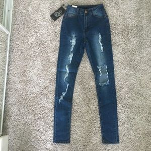 Fashion Nova Jeans - Highwasted distressed jeans